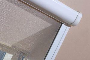 Москитная сетка на мансардное окно